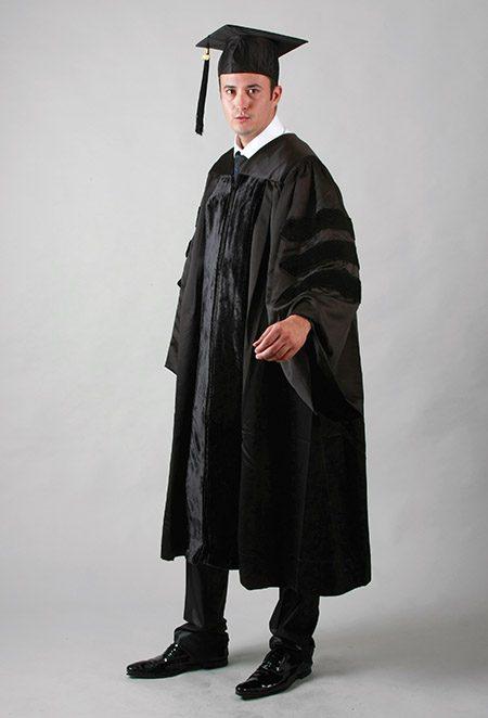 Tenue doctorale pour cérémonie de remise de diplôme