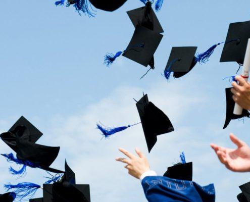lache de chapeaux-remise diplome americaine